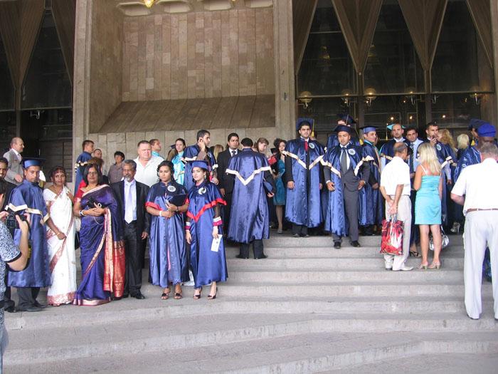 Наши иностранные выпускники и их родители.